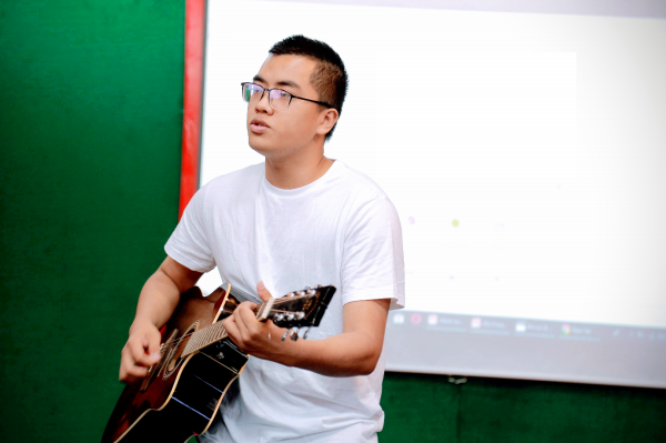 Tran Quoc Anh Dung, VNUA's student, class K62QTKDT, performs at the cultural exchange