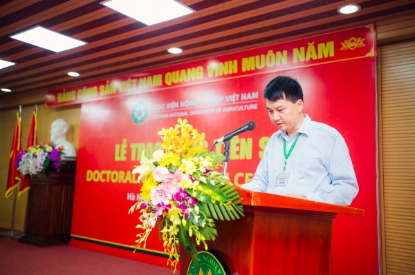 Dr. Nguyen Viet Dang announces the Decision of VNUA's President on recognizing and awarding doctorate degrees