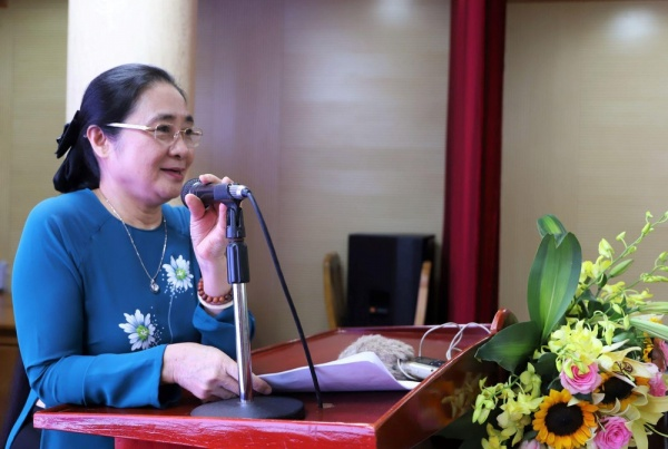 Ms. Hoang Thi Ai Nhien speaks at the meeting