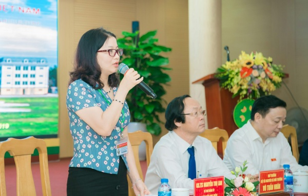 Prof. Dr. Nguyen Thi Lan delivers the opening speech
