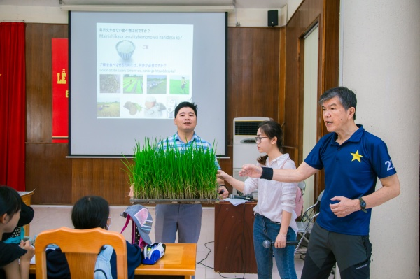 Lecturers of the Faculty of Agronomy give an overall introduction to the biological characteristics of rice