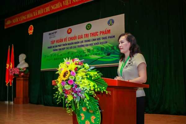 Assoc. Prof. Dr. Nguyen Thi Bich Thuy – Director of the International Cooperation Office delivers the opening speech.