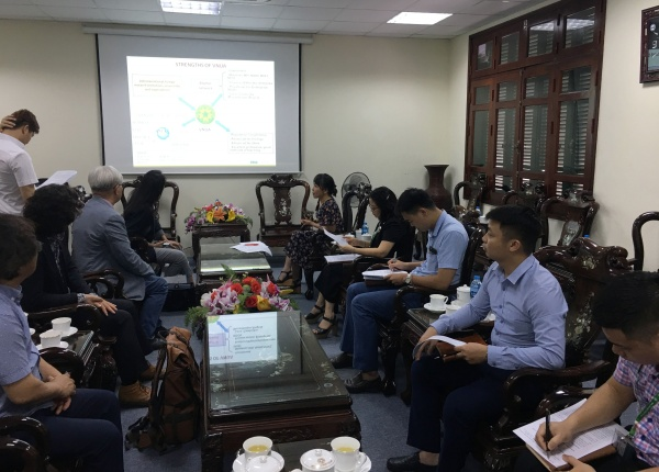 Two universities reviewed the cooperation results in academic year 2018 and discussed the plan for academic year 2019