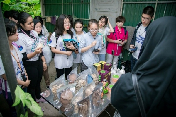The students visit the Centre for Mushroom and Medicinal Mushroom Production