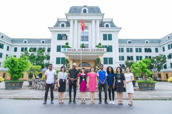 Students with staff of the International Cooperation Office and Training Management Office at the meeting: Welcoming international exchange students for the 2019-2020 academic year at Vietnam National University of Agriculture