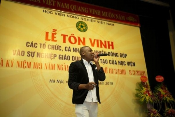 "Performing at ""Recognition Ceremony for Organizations and Individuals' Notable Contributions to the Development of Vietnam National University of Agriculture"""